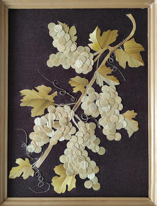 Климович И. «Янтарные гроздья» (инкрустация из соломки, материал – ткань х/б, соломка)