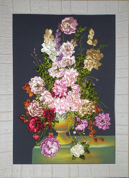 Кухчинская Т. «Розы в вазе» (ленточный дизайн)