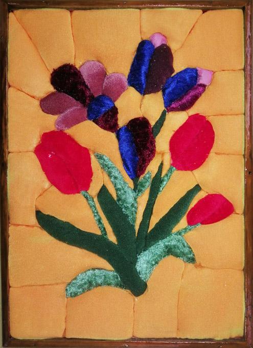Шершнев А. «Цветы весны» (ткань на пенопласте в технике «кинусайга»)
