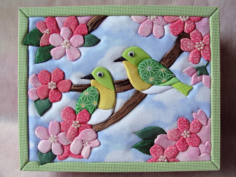 Заяц Т. Панно «Яблони в цвету» (украшение для интерьера. Японский пэчворк без иглы «КИНУСАЙГА», пенопласт, ткань, украшающие элементы)
