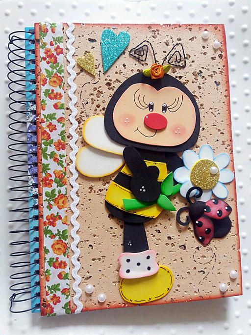Заяц Т. Обложка для блокнота «Весенняя пчелка» (поделка из фоомирана. Фоомиран, глитерный фоомиран, черный тонкий маркер, акриловая белая краска, сухая пастель, тонкая чёрная проволочка, атласная розочка из ленты, 7 бусин жемчуга, супер клей, тесьма «вьюнчик», отделочная лента с рисунком)
